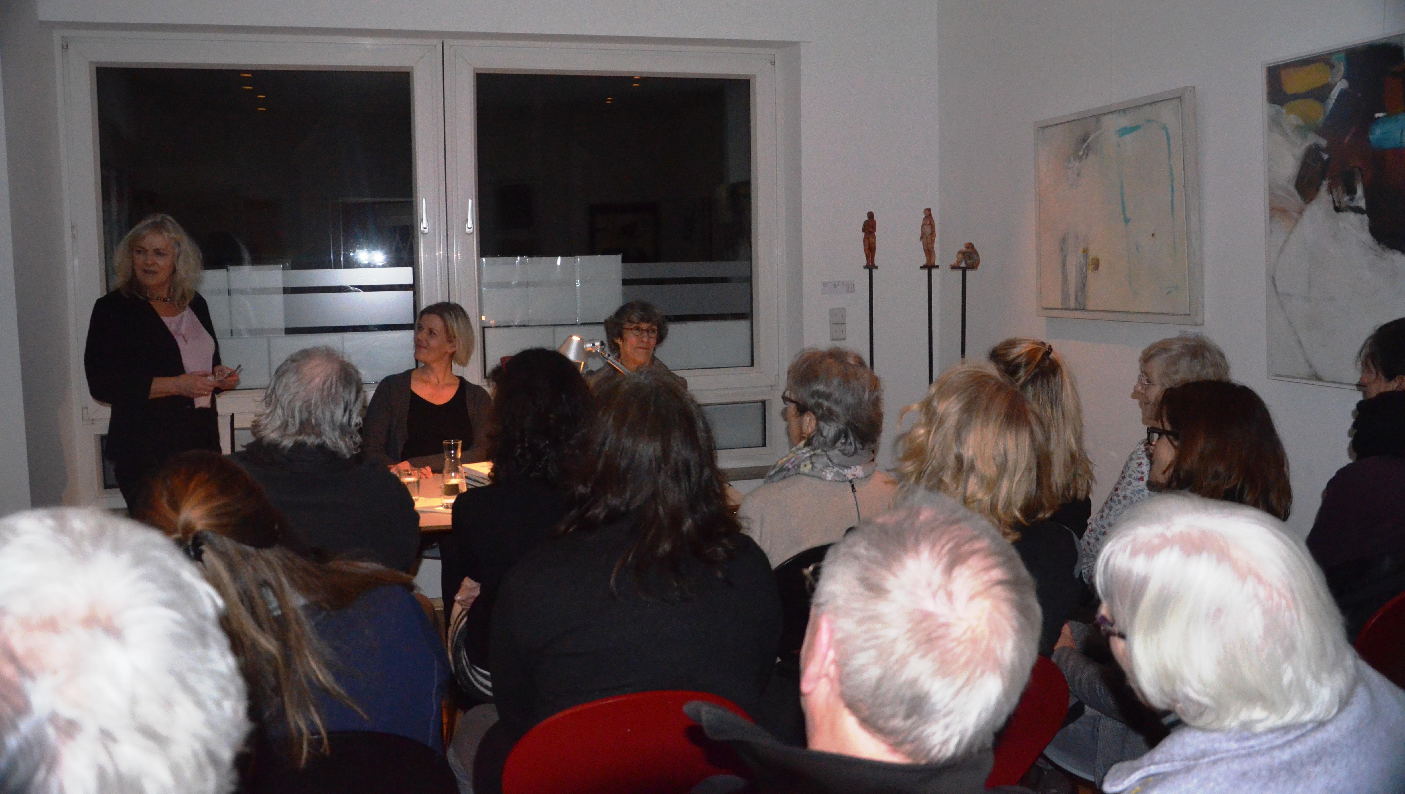 Lesung und Gespräch mit der Übersetzerin Tina Flecken